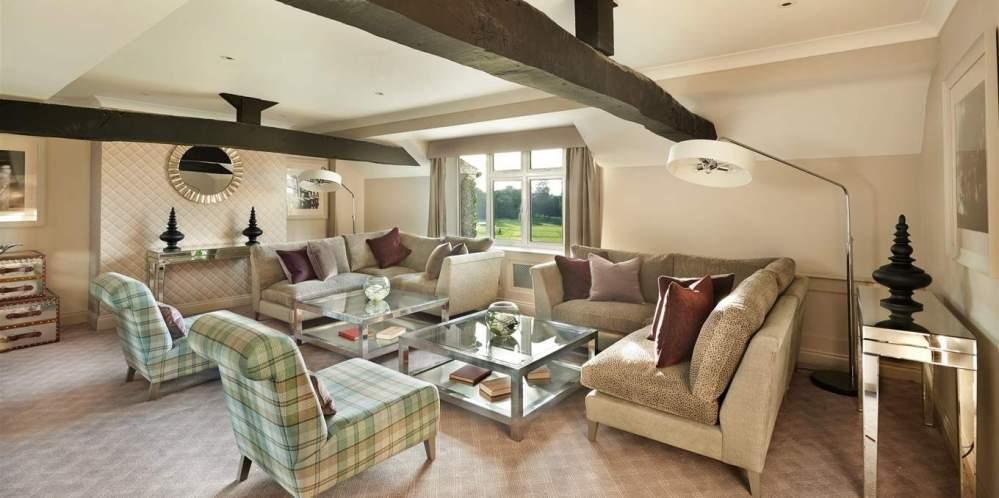 manor-house-suite-lounge-1-jpg-1360x678_default